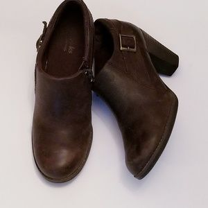 Clarks bendables booties size 6.5